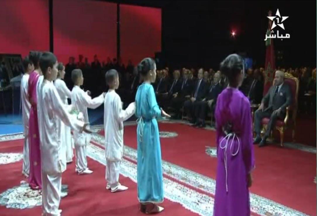 بالفيديو..أطفال ورزازات يقدمون عرضا ''مبهرا'' عن الطاقة أمام الملك