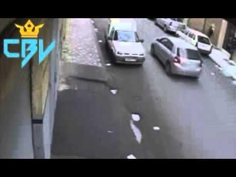 بالفيديو | عملية سرقة بالأسلحة البيضاء في واضحة النهار بالدار البيضاء