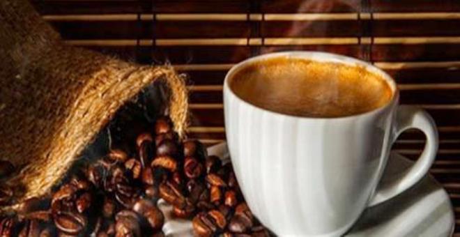 دفن رفات ملك القهوة الإيطالي في وعاء لمشروب الموكا