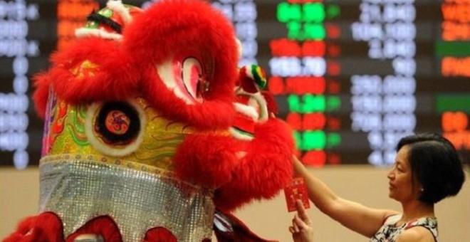 الصينيون يقيمون الاحتفالات بمناسبة