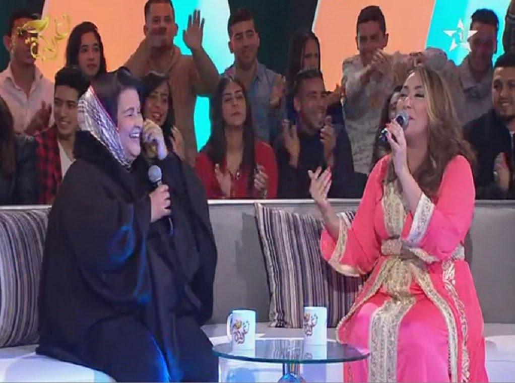 بالفيديو: فاطمة وشاي تغني بالهندية