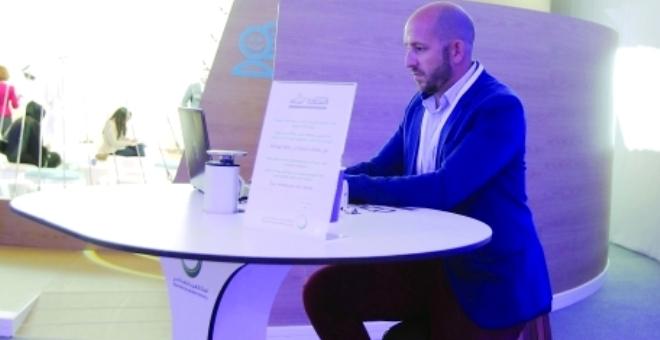 طاولة تحوّل الطاقة الحركية إلى كهربائية