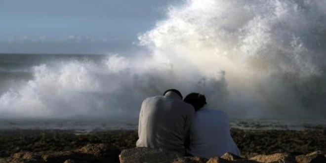 جلسة على شاطيء البحر، بعيدا عن العيون