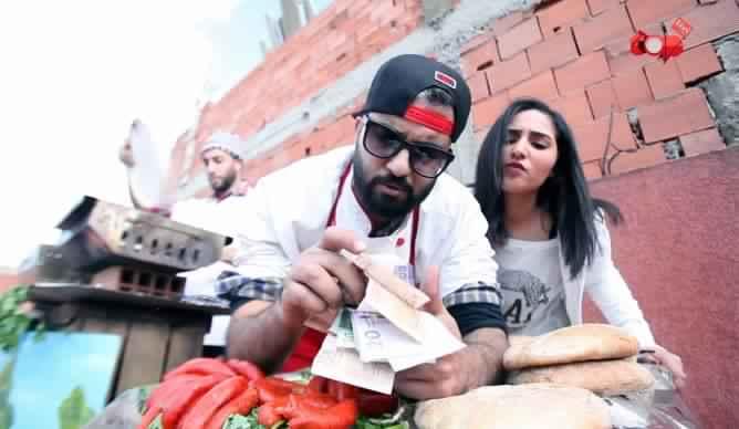 شباب مغاربة يبدعون في تقليد أغنية حاتم عمور #الأول في نسختها الشعبية