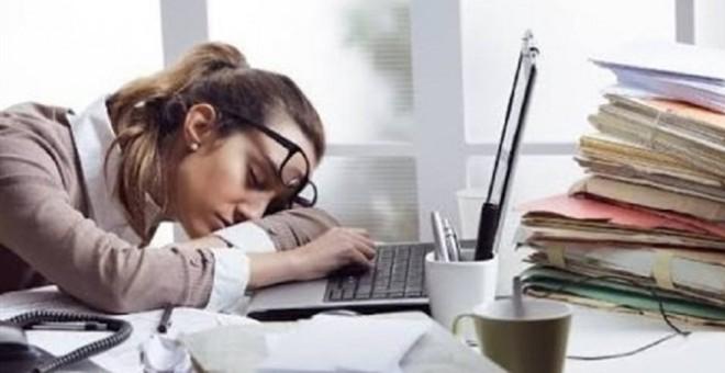 دراسة: القيلولة في المكتب لمدة 20 دقيقة تحسن إنتاجية العامل