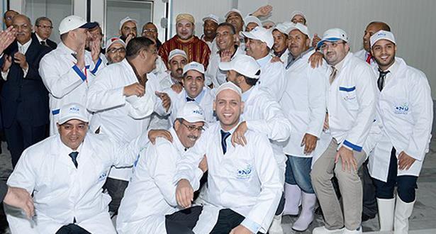 الملك محمد السادس يدشن سوقا للسمك بالداخلة