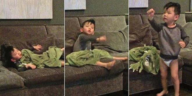 والدان يبتكران طريقة غريبة لإيقاظ طفلهما بسرعة