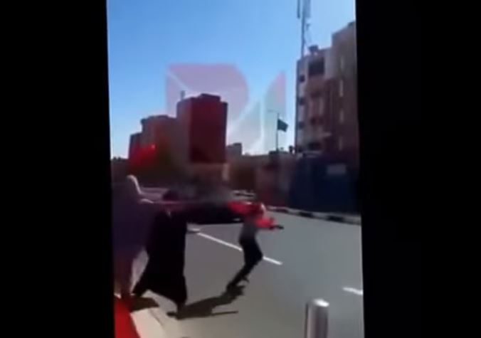 فيديو: سيارة الموكب الملكي تصدم فتاة