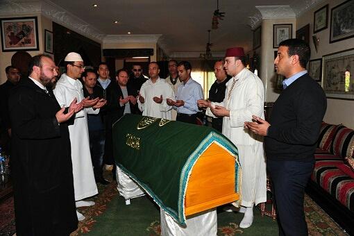بالصور..فنانون مغاربة يلقون آخر نظرة على جثمان الراحل الصديقي