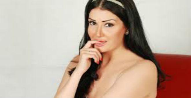 بالصور..غادة عبد الرازق تكشف عن عمرها الحقيقي