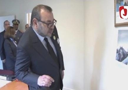 بالفيديو: هذه هي الصورة التي شدت انتباه الملك محمد السادس بقنصلية المغرب بأورلي