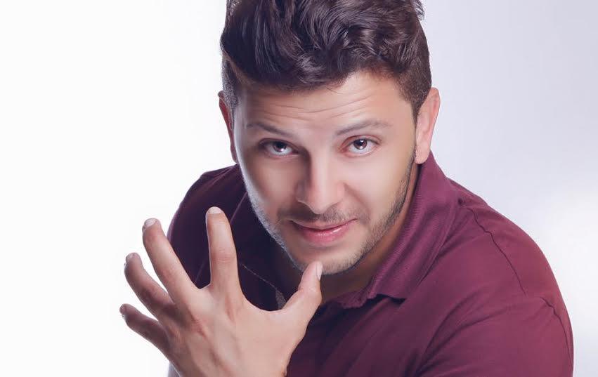 حاتم عمور يؤجل أعماله الفنية بسبب وفاة والدته
