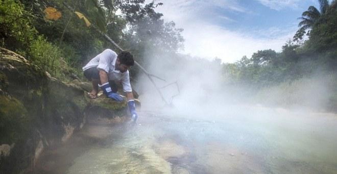 بالفيديو.. نهر درجة حرارته تكفي لإعداد الشاي..!