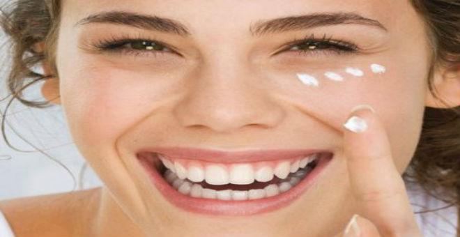 معتقدات خاطئة عن كريمات الوجه .. اكتشفيها