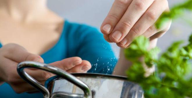احذروا زيادة الملح في الأكل..لهذه الأسباب