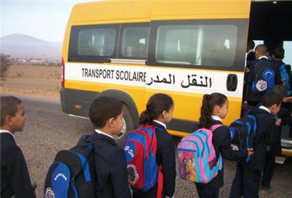بالصور. انقلاب سيارة للنقل المدرسي في حادث سير بأكادير