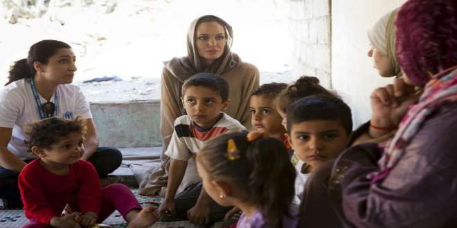 أنجلينا جولي بلبنان لمواساة اللاجئين السوريين