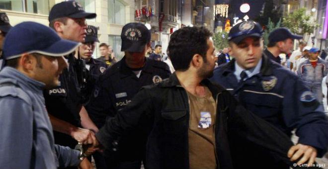 أكاديميون ضمن قائمة المعتقلين في موجة مداهمات باسطنبول