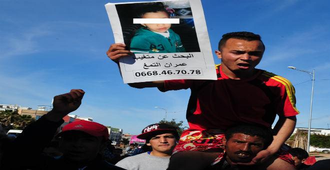 الطفل عمران الذي دفن حيا في حالة حرجة وأسرته ''تتسلح'' بالدعاء