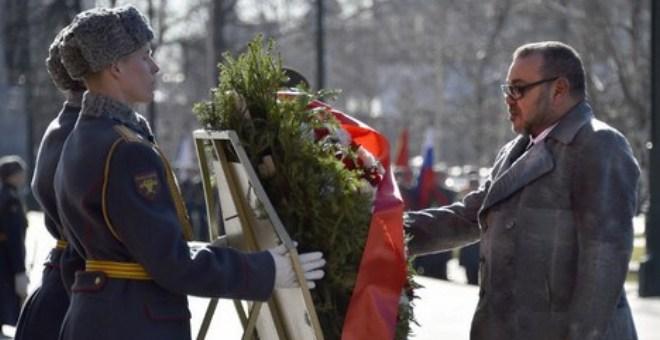 الملك يزور قبر الجندي المجهول