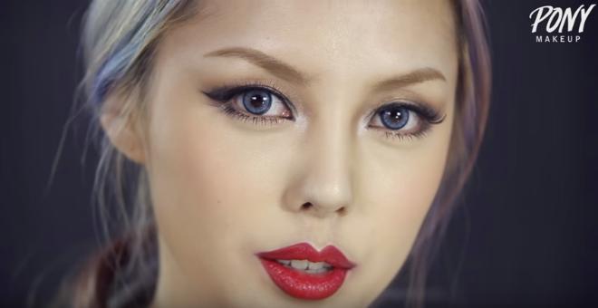 بالفيديو..كيف تتحول كورية بفضل الماكياج إلى تايلور سويفت