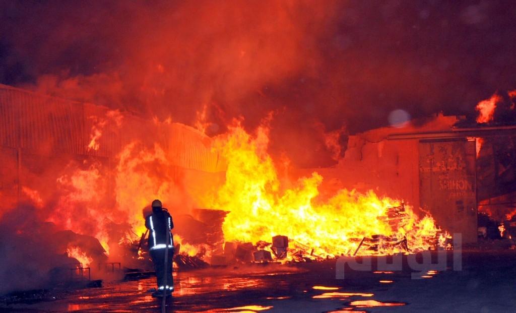 ''النيران'' تخلف خسائر مادية كبيرة بسوق الجملة في سلا
