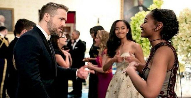 لقطة طريفة تجمع ابنتي أوباما والممثل رايان رينولدز