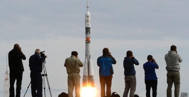 حديث الصحف: روسيا تقترح تطوير قمر اصطناعي مغربي