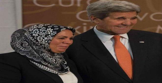 كيري يكرم المغربية لطيفة بن زياتن  بجائزة المرأة الشجاعة