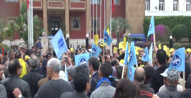 النقابيون يحتجون على بنكيران