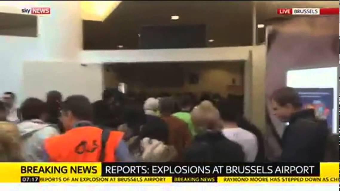 بالفيديو.. فرار المسافرين بعد تفجير مطار بروكسل