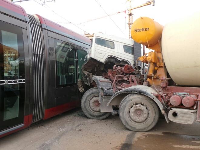 عاجل. عشرات الجرحى في اصطدام شاحنة بطرام البيضاء