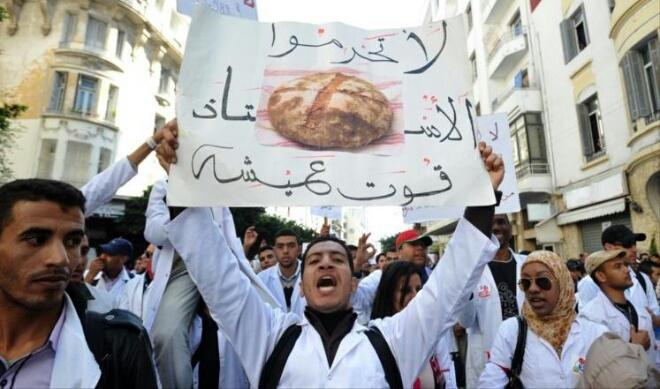 الأساتذة المتدربون يلجأون ''للخيم'' احتجاجا على بن كيران