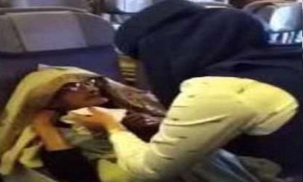 بالفيديو: مضيفة سعودية تشعل مواقع التواصل بتصرفها النبيل مع مسنة