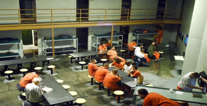 برنامج تلفزيون الواقع يرسل مشاركيه إلى السجن