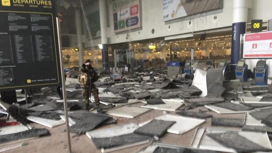 نقل مباشر من مطار بروكسيل بعد تفجيرات هذا الصباح