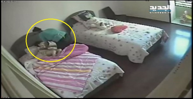 بالفيديو .. كاميرا سرية تفضح خادمة تقوم بجريمة بشعة