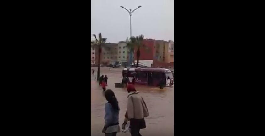الدار البيضاء تغرق بسبب السيول الجارفة!