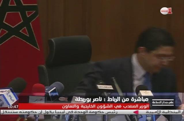 بالفيديو: وزير يقطع مؤتمره الصحفي بسبب إتصال هاتفي
