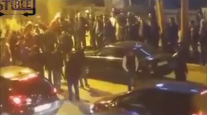 مغربية تكسر سيارة زوجها وسط الدار البيضاء بعد ضبطه مع فتاة