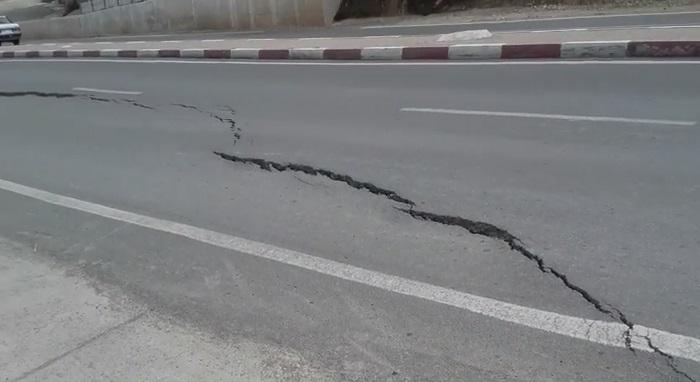 بالفيديو: زلزال يوم أمس بالريف يحدث شقوقا كبيرة وسط طريق سريع