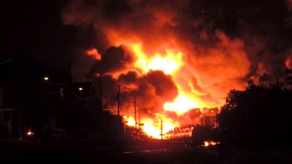 بالفيديو. مصرع 25 شخصا في تفجير إرهابي داخل ملعب للكرة في بغداد