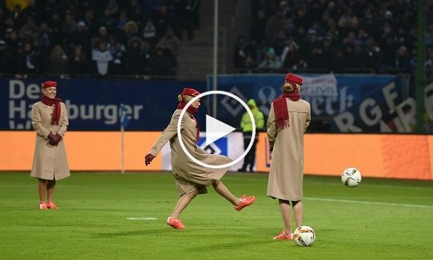 بالفيديو: إعلان طريف لمضيفات طيران يلعبن كرة القدم