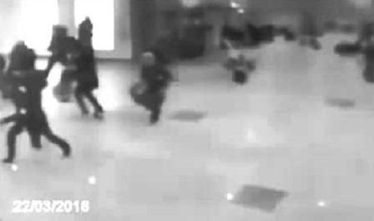 شاهد لحظة انفجار مطار بروكسيل من زاوية أخرى