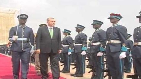بالفيديو: استقبال غريب لأردوغان من طرف رئيس دولة إفريقية