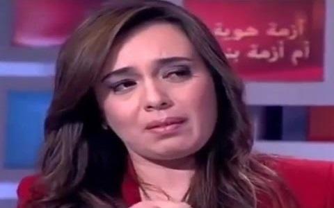 فيديو: بكاء مقدمة نشرة أخبار دوزيم على الهواء