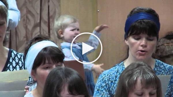 بالفيديو: أصغر قائدة أوركسترا في العالم