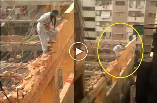 بالفيديو: عامل بناء يهدم جدار مبنى شاهق بالوقوف عليه