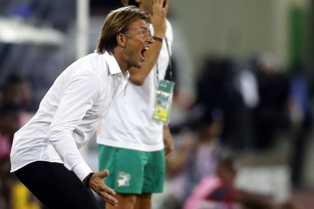 بالفيديو: رونار يفرض غرامة مالية على لاعبي المنتخب المغربي