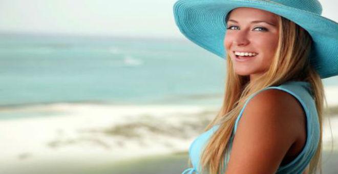 دليلك الكامل لحماية بشرتك من الإسمرار قبل الصيف